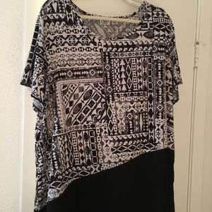 Ladies black and white tunic sz 22/24 sheer bottom